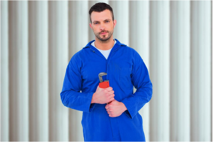 Picture of an Nashville RV mechanic holding tool